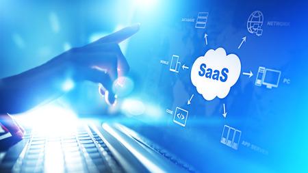SaaS: software como servicio, bajo demanda. Concepto de Internet y tecnología en pantalla virtual.