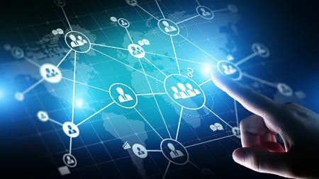 Mixed Media, HR, Human Resources und Global Recruitment, Outsourcing-Konzept auf virtuellem Bildschirm.