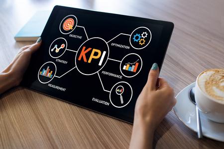 Indicador clave de rendimiento de KPI. Concepto de estrategia de marketing empresarial de fabricación industrial.