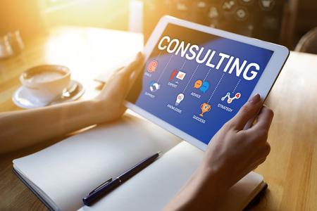 Schema di consulenza sullo schermo. Concetto di tecnologia Internet finanza aziendale. Archivio Fotografico