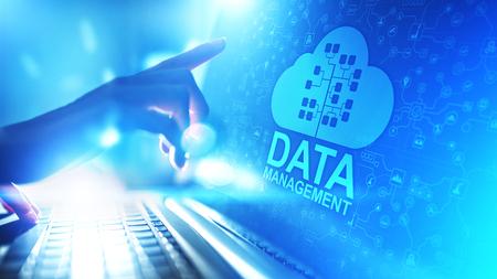 Sistema de gestión de datos, tecnología en la nube, Internet y concepto empresarial. Foto de archivo