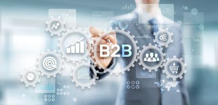 B2B-Business-to-Business-Marketingstrategiekonzept auf virtuellem Bildschirm.