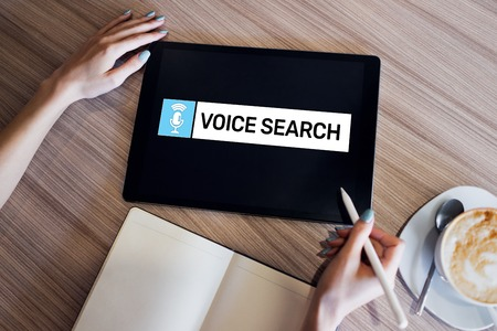 Voice search application on device screen. Internet and technology concept Banque d'images