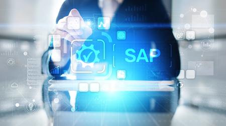 SAP - Software zur Automatisierung von Geschäftsprozessen. ERP-Unternehmensressourcenplanungssystemkonzept auf virtuellem Bildschirm. Standard-Bild