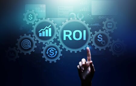 ROI Return on investment reading revenue business concept on virtual screen. Imagens
