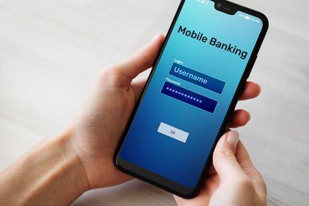 Applicazione di pagamento internet mobile banking sullo schermo dello smartphone.