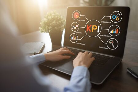 KPI Key Performance Indicator. Industrial Manufacturing Business Marketing Strategy Concept. Banque d'images - 130053196