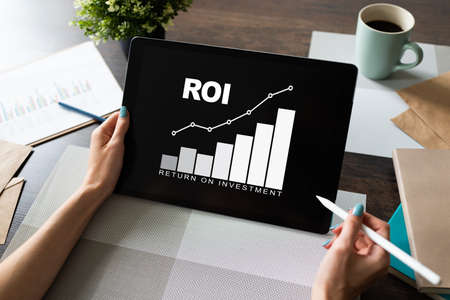 ROI, Return on investment, Business and financial concept. Фото со стока