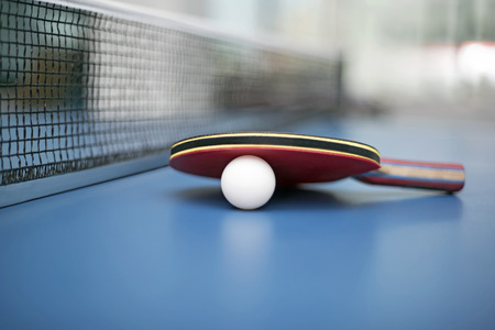 Table Tennis Ball en Bat Stockfoto