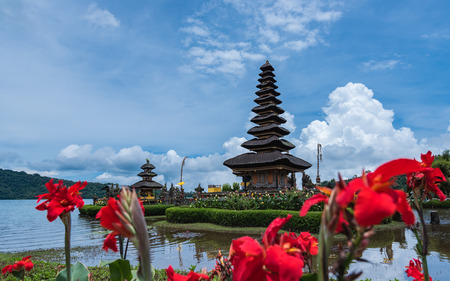 Bali Water Temple scenery in Indonesia Imagens