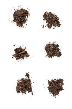 Ensemble de fond de texture du sol fertile vu de dessus, vue de dessus. Concept de jardinage ou de plantation. Isolé sur blanc Banque d'images
