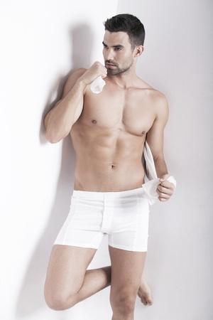 ropa interior: Detalle de un hombre guapo muscular en ropa interior