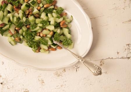 Frischen, gesunden Salat auf Holz Texturen Standard-Bild - 11154915
