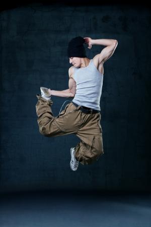 Junge Hip-Hop-Tänzer springen Standard-Bild - 19035584