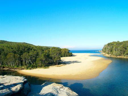 Een tropisch strand in Sydney Nationaal Park