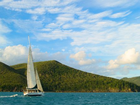 whitsunday: Sailing over the ocean at the Whitsunday Islands