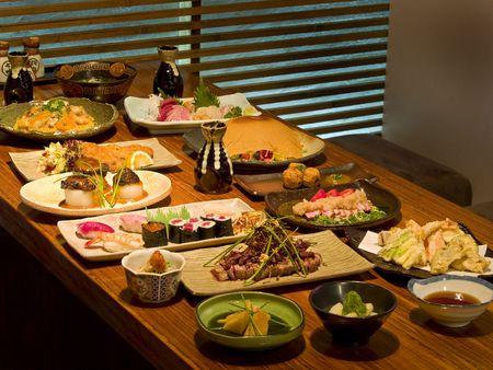 Heerlijk Japans eten vastgelopen als een menu op een tafel in een Japans restaurant Stockfoto