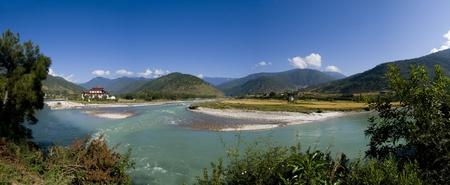 Bhutan: Panorama shot of the Punakha Dzong and the Mo Chhu river in Bhutan Stock Photo