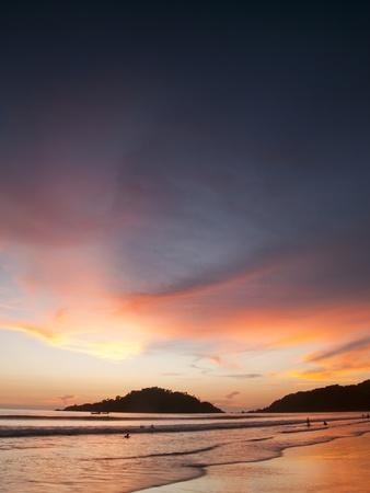 amanecer: Hermosa puesta de sol en la playa de Palolem, Goa, India Foto de archivo