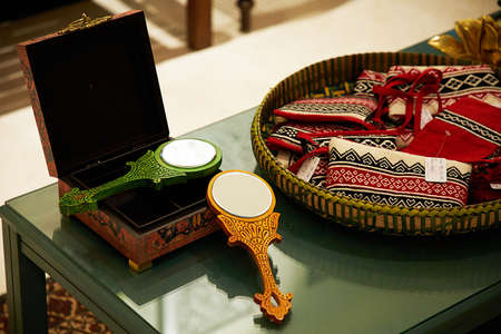 Indian traditionally worked and decorated wedding hand mirror Banque d'images