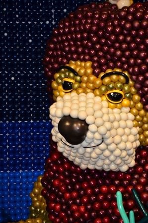 Splendid lion on display made entirely of balloons