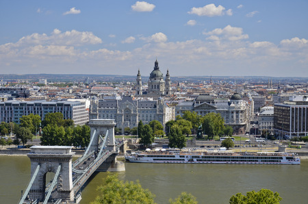 pilgrim journey: Panoramic views of the Chain Bridge and the Basilica di Santo Stefano.