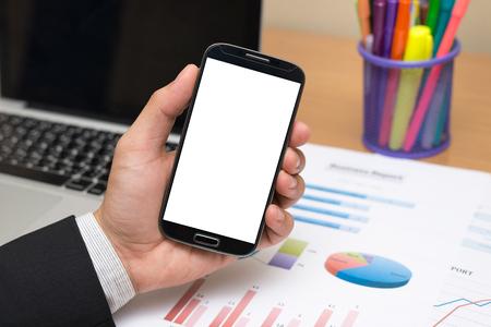 hablando por celular: El hombre de negocios mano que sostiene teléfono inteligente teléfono móvil