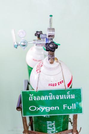 capillary: Green Oxygen tank is full