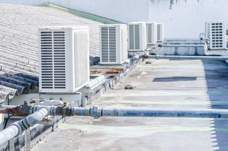 compresor: Compresor de aire en el techo