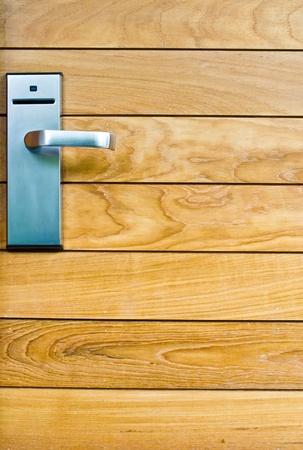 porte bois: serrure � cl� sur porte en bois Banque d'images
