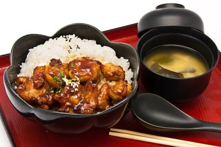 comida japonesa: Bento, el estilo de la comida japonesa, Arroz con Pollo Teriyaki conjunto Foto de archivo