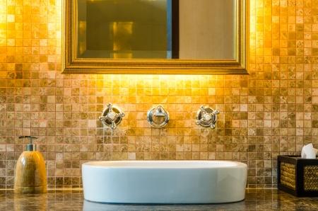 Moderno diseño interior del cuarto de baño Foto de archivo - 15513301