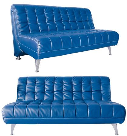 blue leather sofa: Immagine di un moderno divano in pelle blu isolato contro bianco