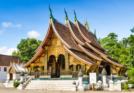 Wat Xieng Thong, templo budista en el Patrimonio Mundial de Luang Prabang, Laos Foto de archivo - 33882947