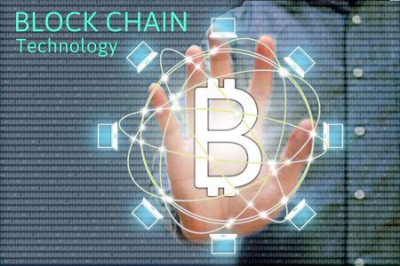 Concepto de red de cadena de bloque y bitcoin iconos, doble exposición de la mano que muestra el diagrama de la palabra como concepto. Foto de archivo - 66366662