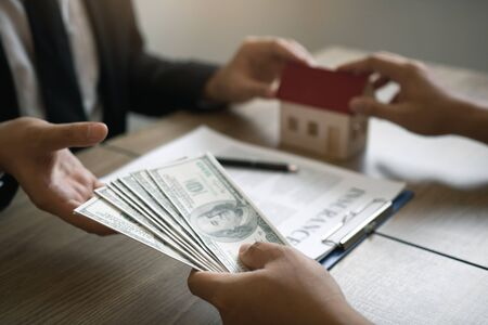 Home sales brokers and real estate investors are exchanging with investors being filing cash at the agent's hand.