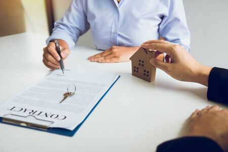 Home agents are sending pens to customers signing a contract to buy a new home. Stok Fotoğraf