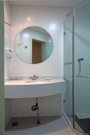 현대적이고 현대적인 디자이너 욕실