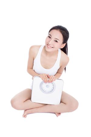 dieet en sport concept - vrouw met schalen