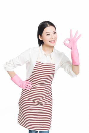 중국 청소 여자에 격리 된 흰색 배경 서.
