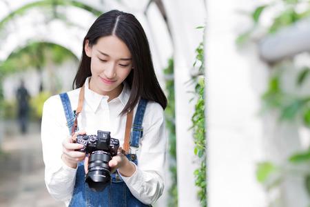 카메라를 사용하여 아시아 소녀 스톡 콘텐츠