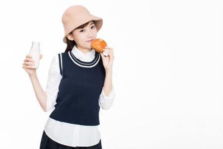 예쁜 중국 소녀, 빵과 우유를 먹고 스톡 콘텐츠
