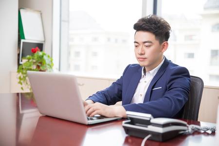 잘 생긴 잘 생긴 중국 남자, 회사의 주인 스톡 콘텐츠