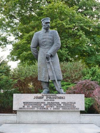 The monument is J?zef Pi?sudski in Toru? Editorial