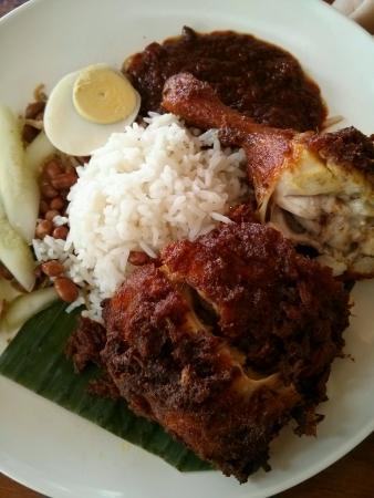 lemak: Malaysias famous nasi lemak ayam goreng Stock Photo