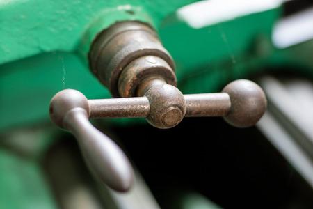 Old hard lathe in a workshop. Machine park in the locksmith's workshop. Place - old workshop. Standard-Bild - 101660329