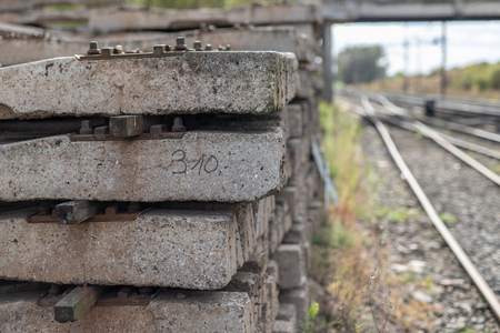 Reinforced concrete sleepers intended for the railway industry. Materials prepared for the construction of the railway line. Season of the autumn. Standard-Bild