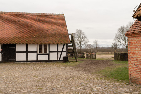 A backyard of a traditional farm. The old method of construction in the countryside. Season of the spring. Stockfoto