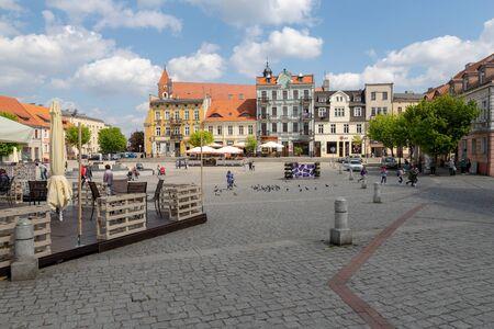 Gniezno, Wielkopolskie Voivodship / Poland - May, 8, 2019: Rynek Polskiego historic city. Place of the birth of a Christian in Poland. Season of the spring. Редакционное