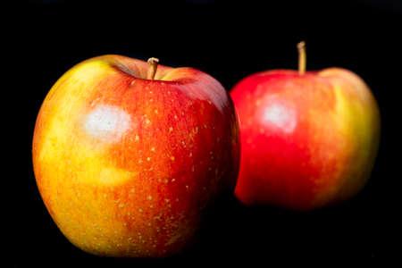 Tasty ripe apples. Apple tree fruit used as a dessert in the kitchen. Dark background. Standard-Bild